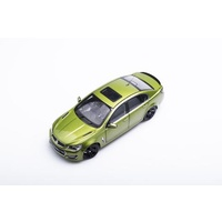 Biante 1/18 HOLDEN VF COMMODORE SSV JUNGLE GREEN (DIECAST - OPENING PARTS)