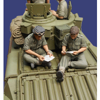 Callsign 1/35 Letters Home - 2 Tank Crew Reading Letters
