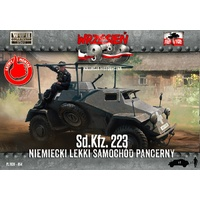 First To Fight 054 1/72 SdKfz 223 German light armored car Plastic Model Kit