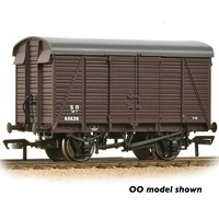 Graham Farish N SR 12T Ventilated Van 2+2 Planked SR Brown