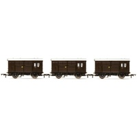 Hornby OO Horse Boxes three Pack GWR Era 3